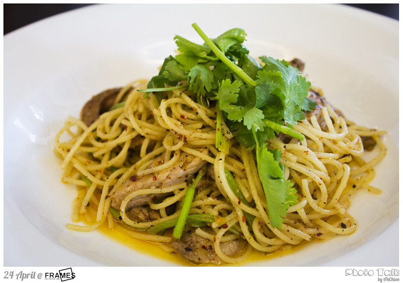 Frames Cafe : Duck Confit Olio