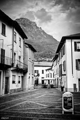 Piazza Mandello Del lario (ClikCloD.) Tags: bw italy mountain lake landscape lago italia cielo 1750 28 piazza tamron paesaggio lecco vecchio mandello d3000 nikond3000 clikclod