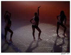 Sous les projecteurs (Greyshift11) Tags: girls canada france hockey girl lumix oscar cheerleaders danse panasonic international g1 match leader mm cheer 45mm dmc glace pompom 1445 200mm 14mm palet amical dmcg1