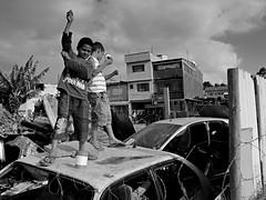 (Danilo Arenas Ireijo (Mancha)) Tags: people white black car branco children kid young preto carro crianas juventude