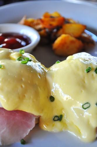 unassuming eggs benny