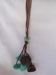 Sinos (VicheMaria) Tags: necklace artesanato bijoux bijuteria collar colar couro colarartesanal