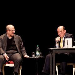 Bevor wir in der kommenden Woche das Programm fr #litmuc16 verknden, wollen wir auf Hhepunkte des vergangenen Jahres #litmuc15 zurckzublicken. Salman Rushdie und Denis Scheck unterhielten sich im bis auf den letzten Platz besetzten Cuvillis-Theater  (litmuc) Tags: bevor wir der kommenden woche das programm fr litmuc16 verknden wollen auf hhepunkte des vergangenen jahres litmuc15 zurckzublicken salman rushdie und denis scheck unterhielten sich im bis den letzten platz besetzten cuvillistheater  die anschlge paris am selben abend waren nicht nur wegen erhhten security bewusstsein aller anwesenden letztendlich erlebten einen friedlichen aufschlussreichen literature salmanrushdie munich cuvillestheater residenztheater foto juliana krohn httpswwwinstagramcompbktmydujgr litmuc13