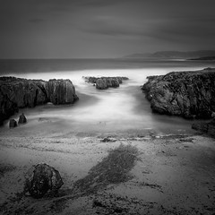As Furnas (Angel T.) Tags: playapraiafurnasportodosontreintifestival furnas portodoson minimal longexposure blackandwhite landscape nature travel sea seascape beach galicia spain corua olympus em10
