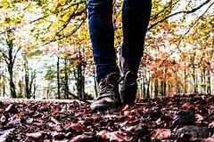1600 (Fabio75Photo) Tags: autunno colori foglie scarpe piedi gambe jeans bosco alberi zeri stringhe montagna passeggiata people castagne funghi