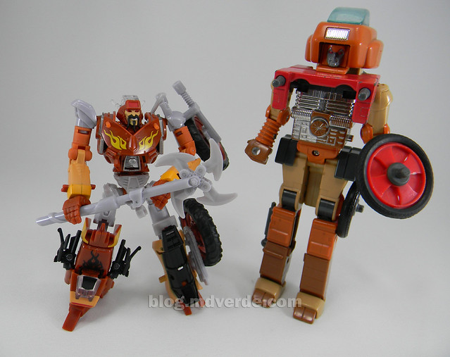 Transformers Wreck-Gar Reveal the Shield Deluxe - modo robot vs G1