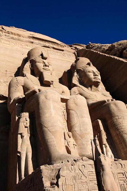 エジプト、アブシンベル大神殿のラムセス2世像
