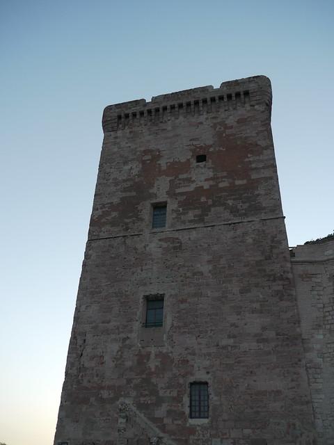 Marseille (Bouches du Rhône): quai Nord du Vieux Port, la tour St Jean