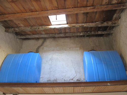 Water Tanks - 1000 Liters