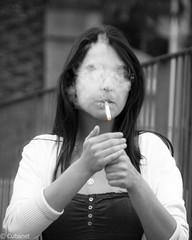 Las autoridades sanitarias advierten que fumar produce ceguera momentnea (icorresa) Tags: espaa sol valencia girl face mujer spain mediterranean mare chica retrato icono imagen mediterrneo busto tradicin nostrum sagunt sagunto traditionportrait rcara