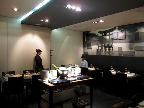 Monthy Jugando con el iPad - 99 Sushi Bar (Ponzano) Madrid