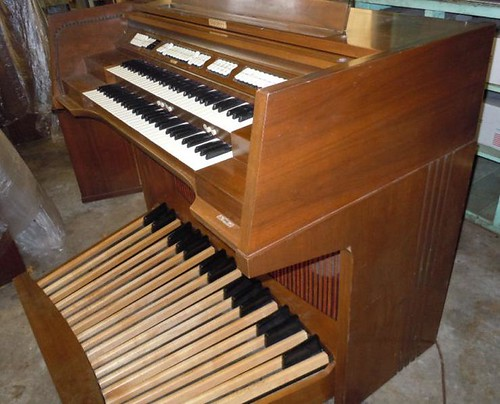 My New Organ - Side  (Baldwin C630)