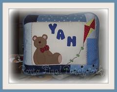 ...Almofada em patchwork... (Ponto Final - Patchwork) Tags: azul quilt sew fabric yan patchwork almofada pipa ursinho aplique pandorga aplicações poá patchcolagem caseado arteemtecido artesanatocomtecido almofadaempatch