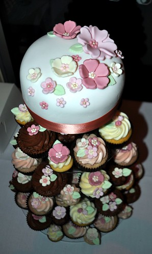Dusty pink flowery wedding cupcakes by Cupcake Passion (Kate Jewell)