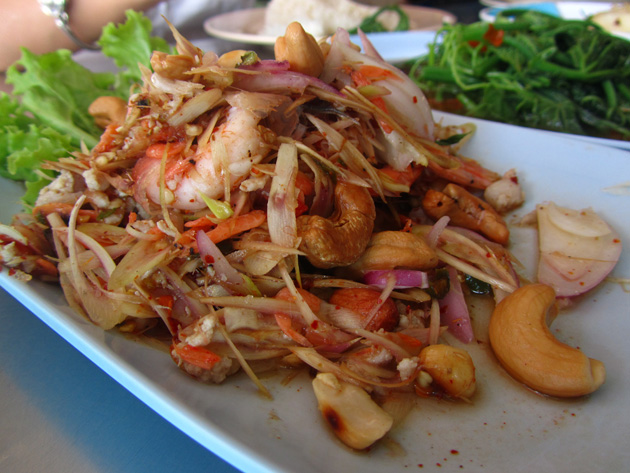 Thai shrimp and lemongrass salad (yam takrai goong sot ยำตะไคร้กุ้งสด)(50 THB)