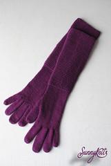 Лиловые перчатки с платочной манжетой Purple gloves with garter cuff