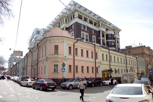 Пересечение Малой полянки и Бродникова переулка