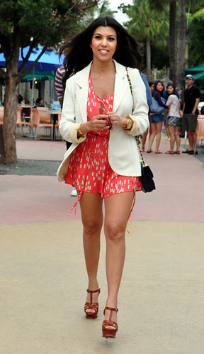 kourtney_kardashian_style_031210_splash_m