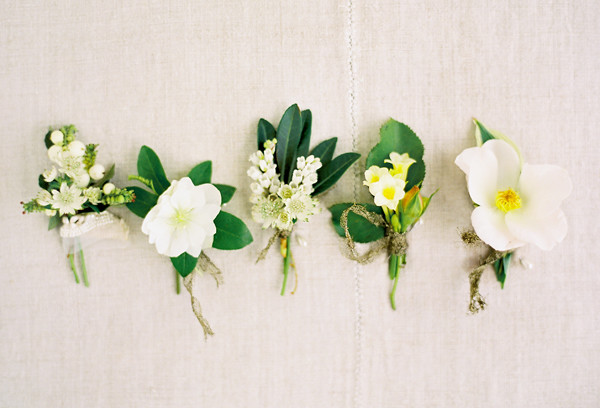 garden-green-and-white-boutonnieres