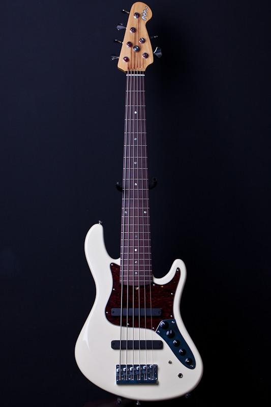 construção de um jazz bass 6 cordas 5671929503_d0c0b41549_b