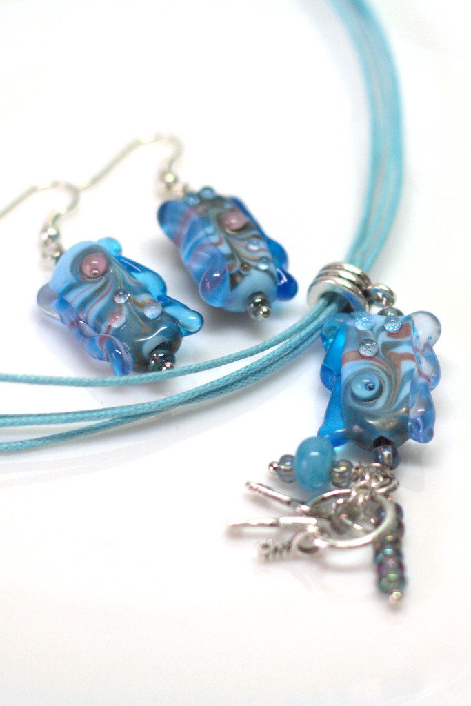 Necklace and earrings with lampwork beads