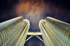 [Free Image] Architecture/Building, Tall Building, Malaysia, Petronas Twin Towers, 201105080100