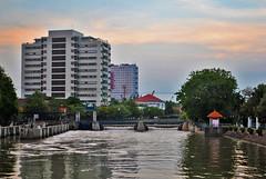 Kalimas Sore (BxHxTxCx (more stuff, open the album)) Tags: surabaya city kota river sungai building gedung