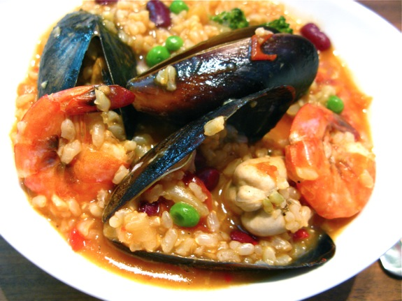 paella seafood mussels prawns scallops 002