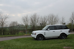 CARBON:ERA Range Rover Vogue Full Gloss White Wrap (CARBON:ERA) Tags: vogue landrover rangerover supercharged carbonera wheelpainting fullvehiclewrap hexiswarmlaplandwhite wheelrefurbishments