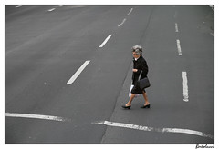 Woman crossing the street (AurelioZen) Tags: street woman portugal lines crossing lisbon crossingthestreet tamronsp1750mmf28xrdiiildaspifvc