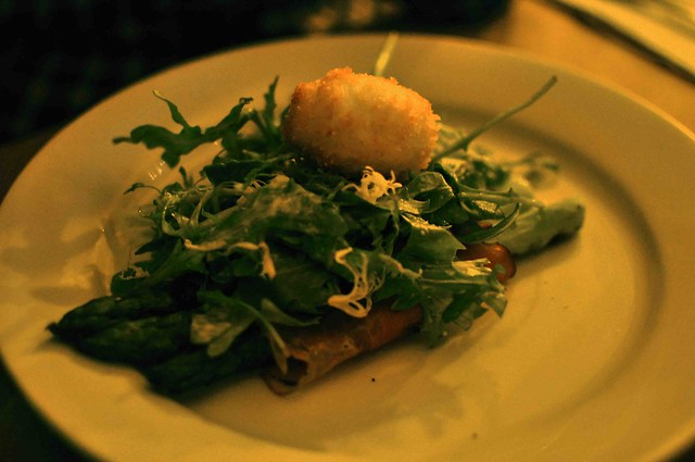 asparagus salad with fried cheese