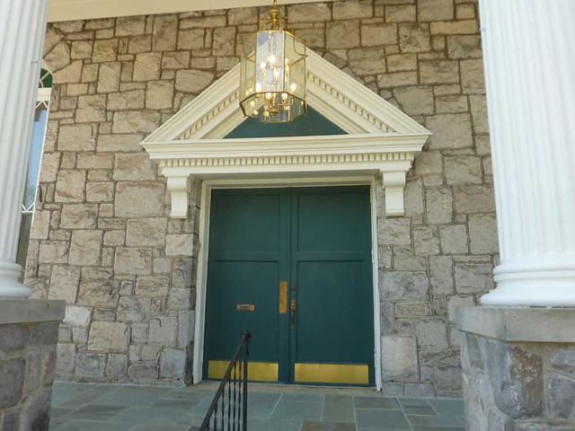 P1090452-2011-04-04-Ormewood-Park-Presbyterian-Church-Door-Pediment