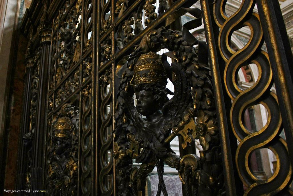 Beau travail de dorure sur la grille de la Chapelle Corsini