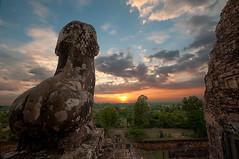 Lion waiting for Sunset (palnick) Tags: sunset temple nikon cambodia exposure tramonto sigma double mm 1020 phnom esposizione d300 bakheng cambogia doppia