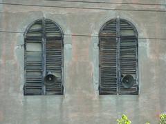 P1000001 (gzammarchi) Tags: italia natura finestra campagna fiorentina arco paesaggio coppia pianura altoparlante medicinabo
