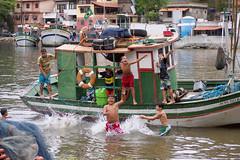 Pure Joy! (Leonardo Martins) Tags: brazil brasil children boat jump fisherman barco joy brasilien an criança joyful brasilia brasile pescador niterói pular brésil jurujuba brazilia brazilië brasiilia 巴西 brezilya ブラジル brezil brasils brazylia бразилия brazílie brazilija brazília brazili brasilía 브라질 ברזיל brasilen برزیل ประเทศบราซิล בראזיל βραζιλία کے бразілія бразилии braziliya brazylii бразилія brazīlija ब्राज़िल բրազիլիա bhrasaíl brazilijo 소방목 brazílii brasilium brażil برازیل ბრაზილია pirīts brazīlijas бразил braxin