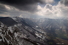 Divna Gorica (NoleNS_80) Tags: light mountain snow nature landscape climb spring nikon rocks view cloudy serbia scenic suva ridge shade summit priroda niska cpl slopes srbija sneg prolece greben d90 oblaci planina pejsaz tamron1750mm breakthrought prizor transferzala