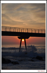 Pont del Petroli (Oskar Valcarce) Tags: bridge sea sun sol beach water sunrise contraluz puente mar agua playa amanecer catalunya catalua backlighting badalona pontdelpetroli oskarvalcarce