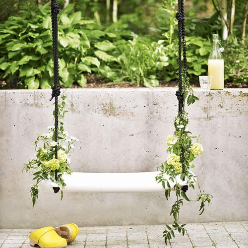pretty-garden-swing