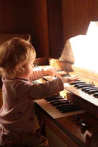 organ player2