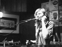 Cate Ferris at the Rosehill Tavern 19th May 2011 (rob orchard) Tags: brighton fuji ferris 1600 tavern singer neopan cate rosehill canoneos300 canon50mm14