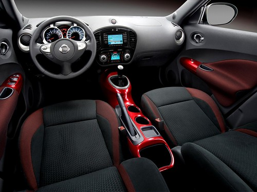 Nissan-JUKE-interior-red