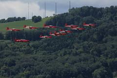 PC - 7 Team der schweizer Luftwaffe mit PC - 7 in alter Farbgebung und und Pilatus PC - 21 über dem Flughafen Bern Belpmoos in der Schweiz (chrchr_75) Tags: juni schweiz switzerland suisse swiss bern flughafen christoph svizzera berne internationale berna suissa 1106 2011 flugshow kanton chrigu kantonbern bärn belpmoos chrchr hurni chrchr75 bernbelp chriguhurni woche24 flugmeeting juni2011 belpmoostage chriguhurnibluemailch albumzzz201106juni hurni110619