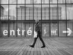 A contre sens (i.courmont) Tags: bw bnf blackwhite candid city france iledefrance nb noiretblanc paris photoderue streetphoto streetphotography urbain urban ville bibliothquefranoismitterrand bibliothquenationaledefrance bibliothquefranoismitterand