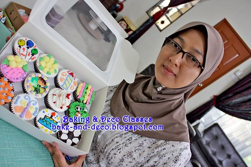 Batch 22 January 2011: Combo A - Basic Buttercream Cake & Cupcakes