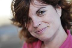 Obsequiame una sonrisa (Sebastián Vergara) Tags: pink portrait woman smile mujer nikon retrato cara ella stolen redhair robado d40 rozado