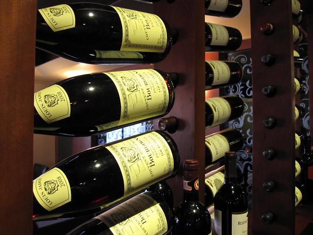 Il Nido tasting wine rack