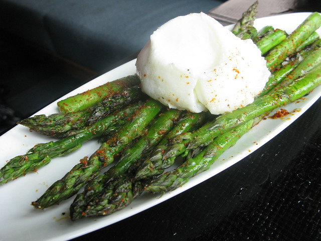 Asparagus with slow poached egg by Caroline on Crack