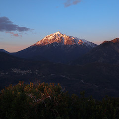 Monte d'Oro, Corsica, France (Xindaan) Tags: morning blue schnee winter light red sky orange cloud sunlight white mountain snow france mountains green nature water berg rock clouds sunrise 35mm landscape geotagged outdoors dawn licht nikon scenery wasser europa europe dorf village cloudy corse natur corsica himmel wolke wolken granite dmmerung grn blau nikkor landschaft stein sonnenaufgang morgen scenics d3 alpenglow gebirge wolkig 1635 korsika granit weis f13 alpenglhen 2011 1635mm sonnenlicht vivario beautyinnature nonurbanscene 16354 montedoro noceta d3s vizzavone 1635f4 afsnikkor1635mmf40gedvr