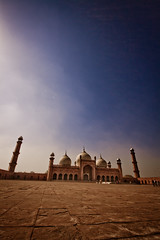 Badshahi Mosque (Umbreen Hafeez) Tags: blue pakistan sky architecture asia ngc mosque punjab lahore masjid badshahi uilding panjab flickrtravelaward